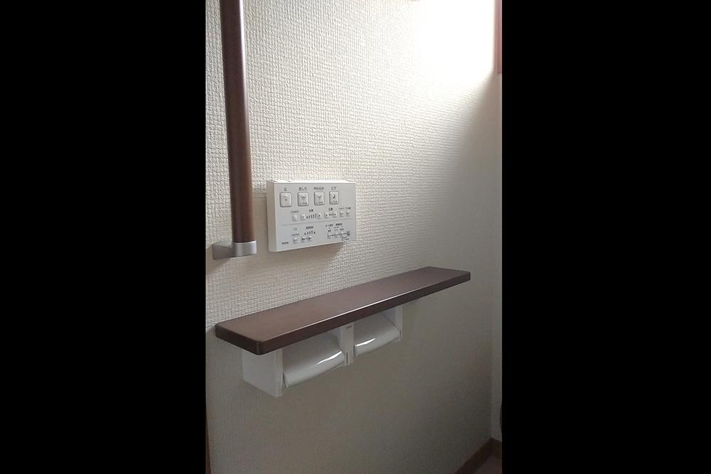 トイレ用スイッチとペーパーホルダー