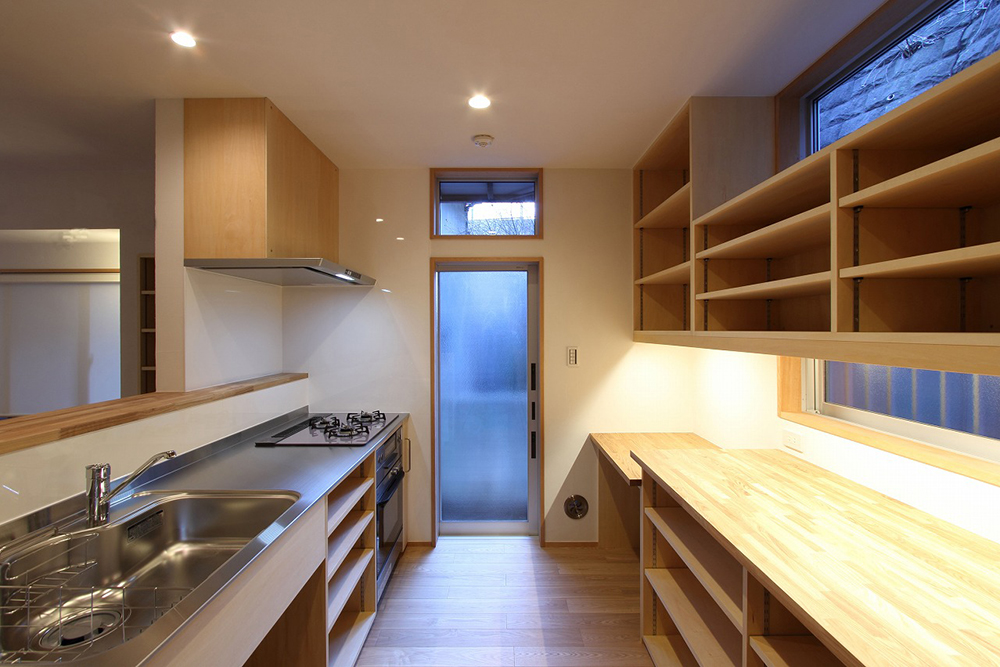 棚の多いキッチン